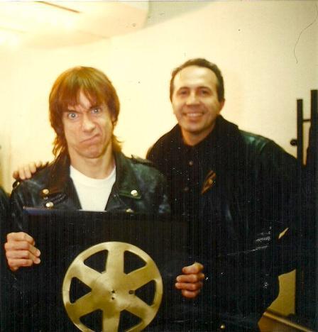 Iggy Pop con el premio otorgado por los oyentes del Diario Pop de Radio 3.