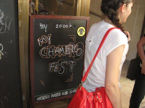 El primer Mi Chambergo Fest, celebrado en El Intruso (Madrid) el día 11 de Mayo de 2013, contó con la participación de las bandas Perenoclacto, Habitante y Experimental Little Monkey.