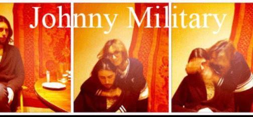 Johnny Military es el proyecto de música folk de Álex Aparicio y Ana Añó.