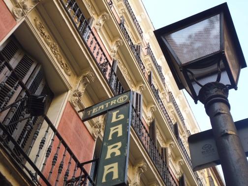 El Teatro Lara de Madrid se encuentra en el barrio de Malasaña.