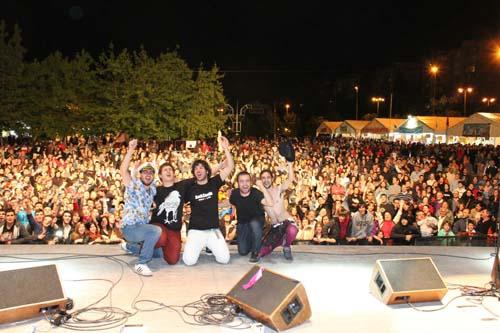 Uno de los momentos más celebrados en la historia de Noprocede: el concierto en las fiestas de su barrio, Aluche.